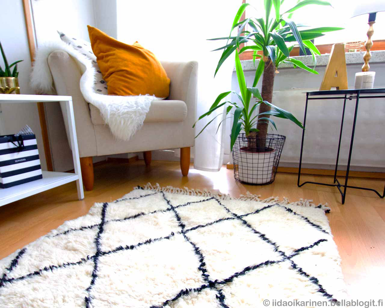 blog diamond patter berber carpet from morocco beni ourain chair green plant 2