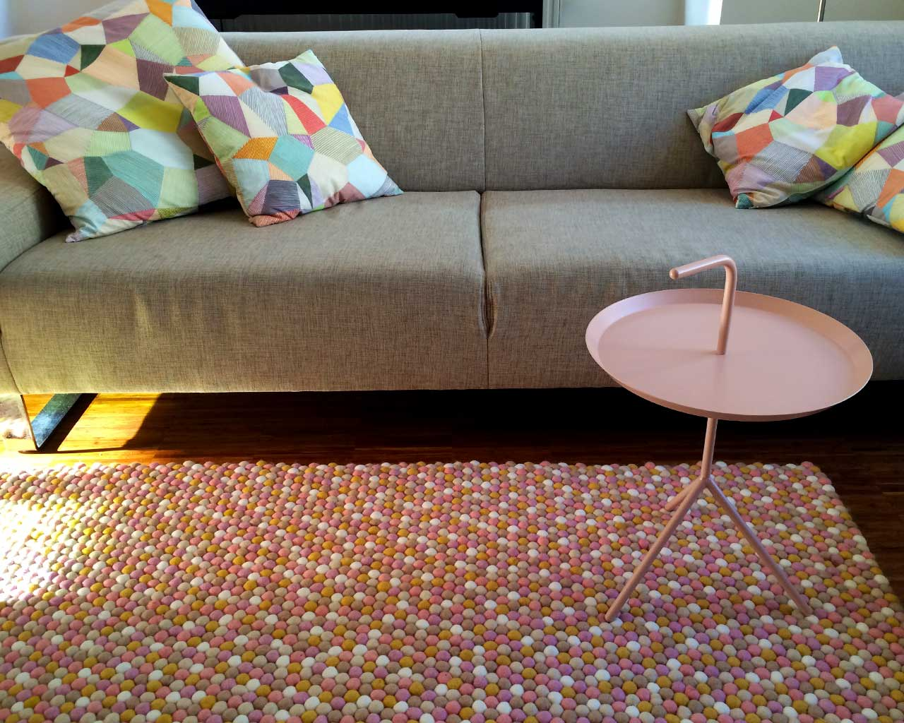 beautiful design rug pink white